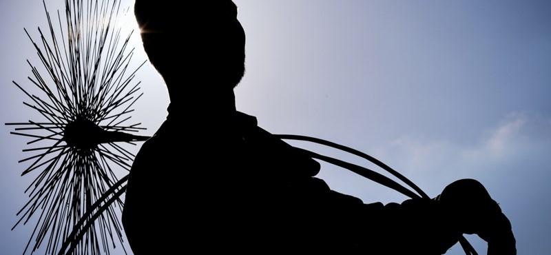 Nagyítóval kell már keresni itthon a kéményseprőket, jönnek a közmunkás-szakemberek