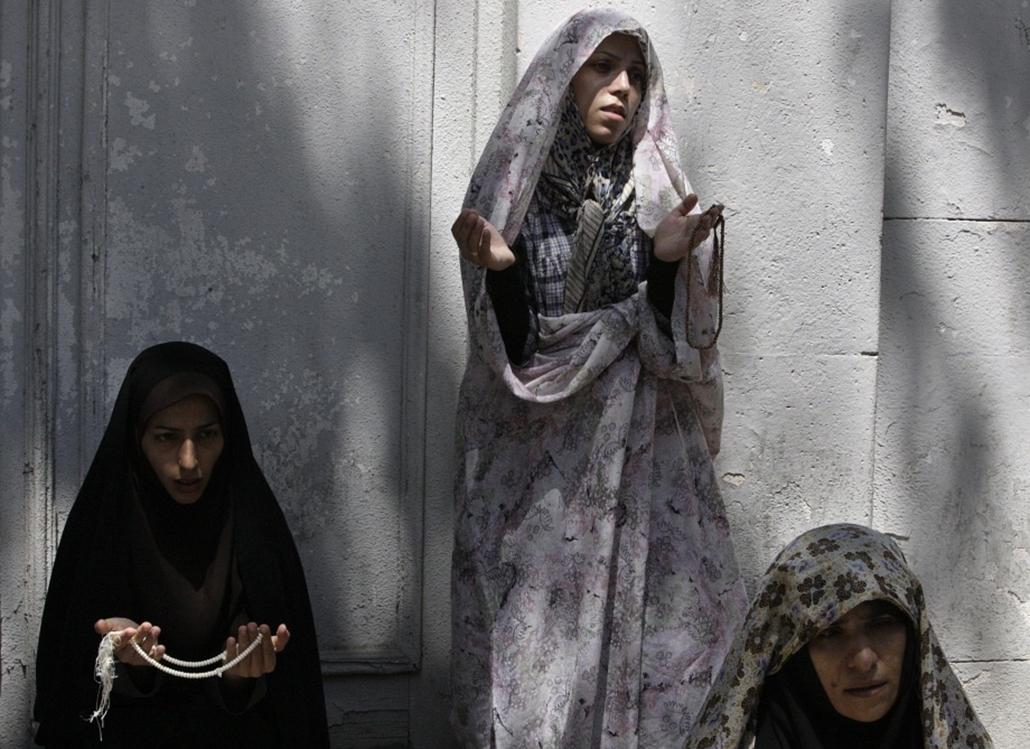 Iráni nők imája a ramadán pénteki napján