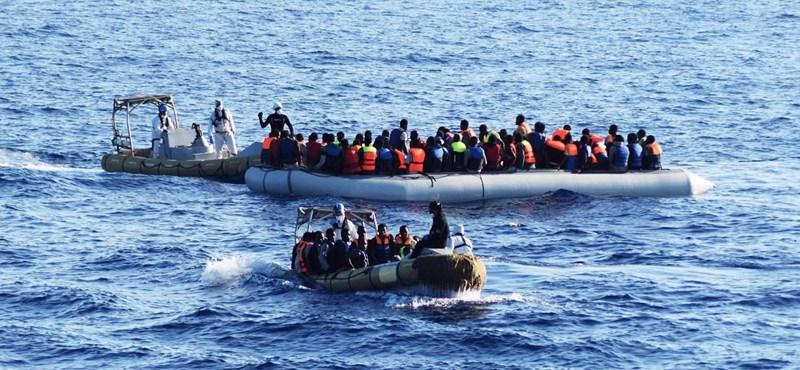 Felborult a csónakjuk, 150 menekült halhatott meg a Földközi-tengeren