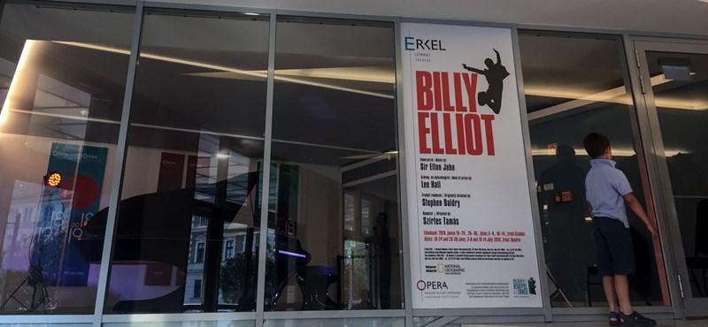 Ókovács visszatáncol: pótolják a Billy Elliot-botrány miatt elkaszált előadásait