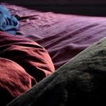Nászéjszaka Szaddám Huszein ágyában