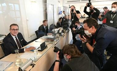 """Sok a rejtély a Strache-ügyben, az Ibiza-videó konnektorba rejtett """"rendezői változata"""" még titok"""