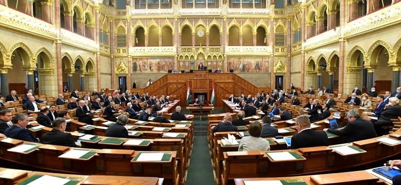 A kulturális szféra dolgozóinak státuszvesztéséről is dönthet kedden a parlament