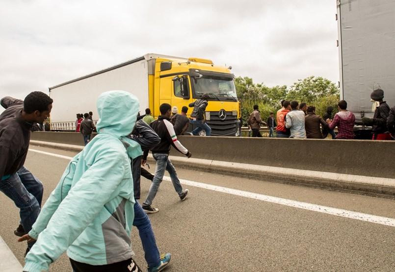 """""""Legyen óvatos, legyen éber"""" - így indítják útnak a magyar kamionosokat a migránsok miatt"""