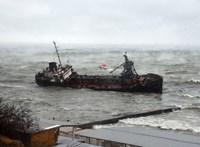 Letépte láncát és felborult egy tankhajó Odesszában