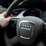 Szócska Audival, Réthelyi Skodával jár