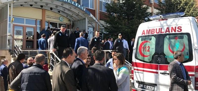 Négy embert lőttek le egy törökországi egyetemen