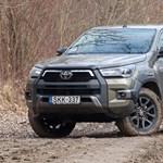 Bakancs és öltöny: teszten az új Toyota Hilux