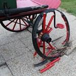 XIX. századi tűzoltókocsit tett tönkre két fiatal