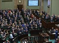 A lengyel politikusoknak sikerült, ami a magyaroknak nem: lehet home office-ból parlamenti ülést tartani