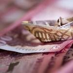 Padlóra küldte a járvány a forintot, itt a 350 forintos euró