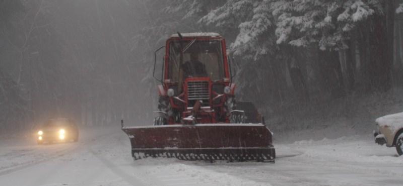 Csúszós utak, havazás: itt vannak a rendőrség tanácsai