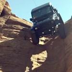 Mint pók a falon, úgy közlekedik ez a Jeep a sziklákon – videó