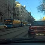 Totális patthelyzet a belvárosban – mindenhol áll a forgalom