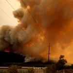 Rettenetes bozóttűz pusztít Kaliforniában, már halottak is vannak