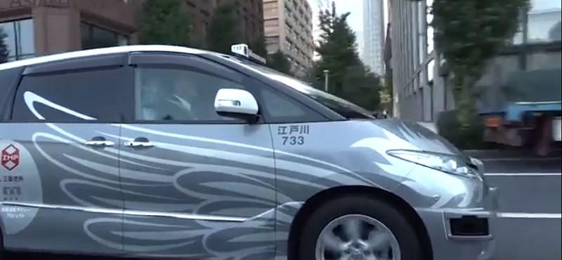 Tokióban kezdik búcsúztatni a régi taxit, jönnek az önvezető verziók – videó