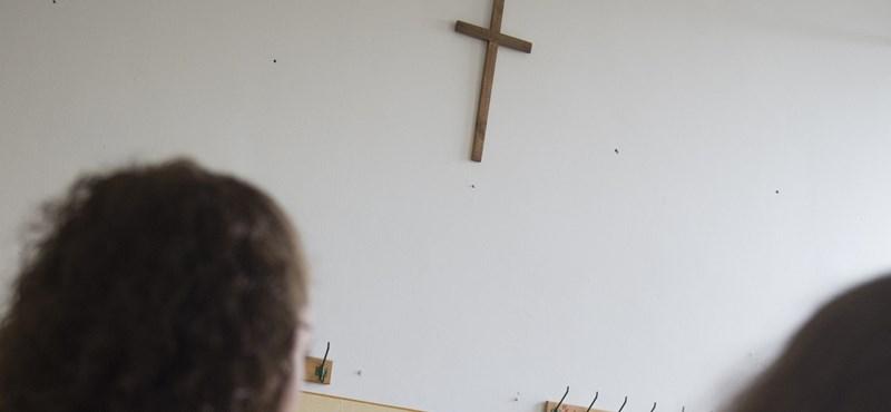 """Az egyházakat nem """"elismernék"""", hanem nyilvántartásba vennék"""