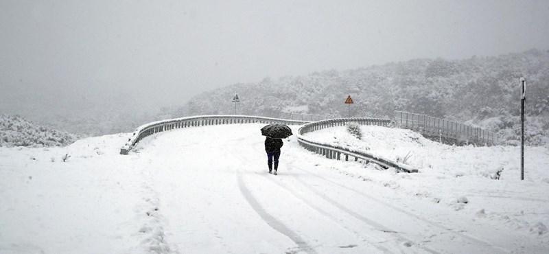 Több tucat ausztriai iskola tartott zárva pénteken a hóhelyzet miatt