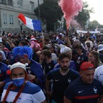 Videó: így vonulnak a francia szurkolók a Puskás Arénába