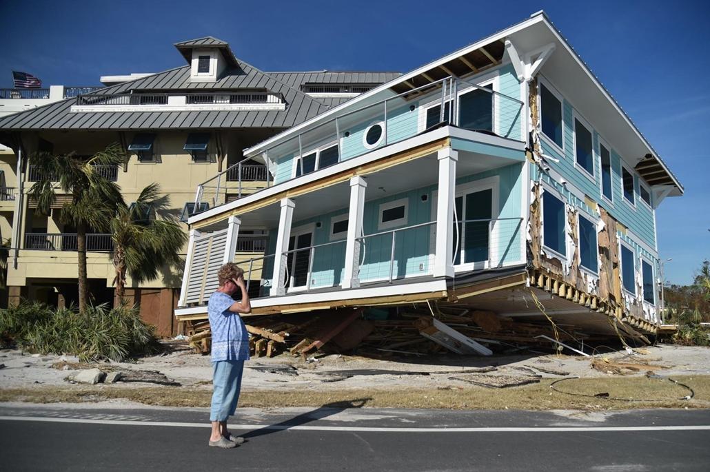 afp.18.11.12. Michael hurrikán által okozott károk Mexikó Beachen, Floridában