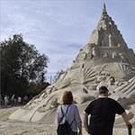 Mit lehet építeni 2300 tonna homokból? Íme - fotók