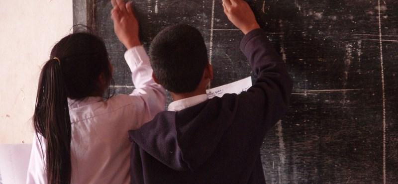 Valóban túlórákkal leplezi az állam a pedagógushiányt?