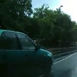 A nap videója: a suzukis, aki mindenkinél jobban siet a városban