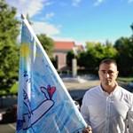 Csepel fideszes polgármestere babás zászlót tűzött ki az önkormányzat épületére