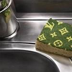Tisztára mosott őrület: Louis Vuitton mosogatószivacs