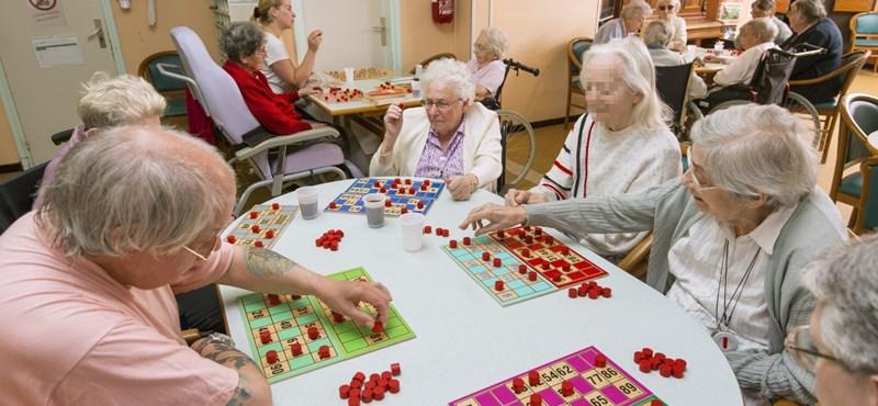 Döntött a kormány: még többen kaphatnak nyugdíjprémiumot