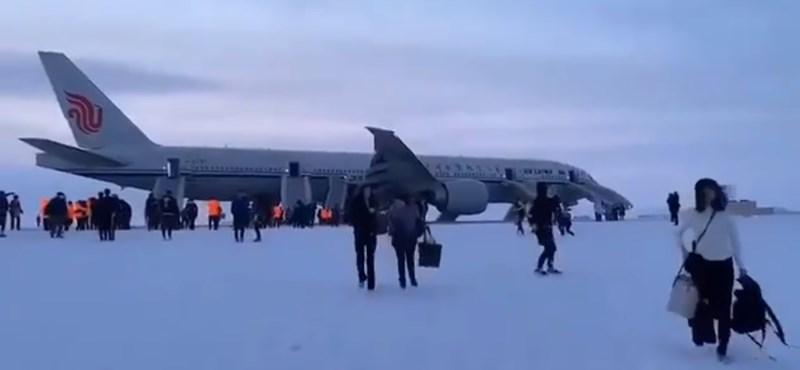 Téves riadó miatt a jeges Csukcsföldön landolt egy Los Angelesbe tartó utasszállító