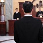 Hamis tanúzással vádolják a lúgos orvos titkárnőjét