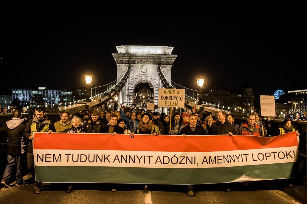 sa.14.12.04. - NAV korrupció ellenes tüntetés