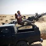 A líbiai lázadók ragaszkodnak Kadhafi távozásához