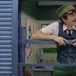 Adrien Brody parádézik a H&M Wes Anderson-féle karácsonyi reklámjában