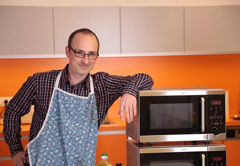 Csodatévő Szent Mikrós: fake news a konyhaasztalon (videó)