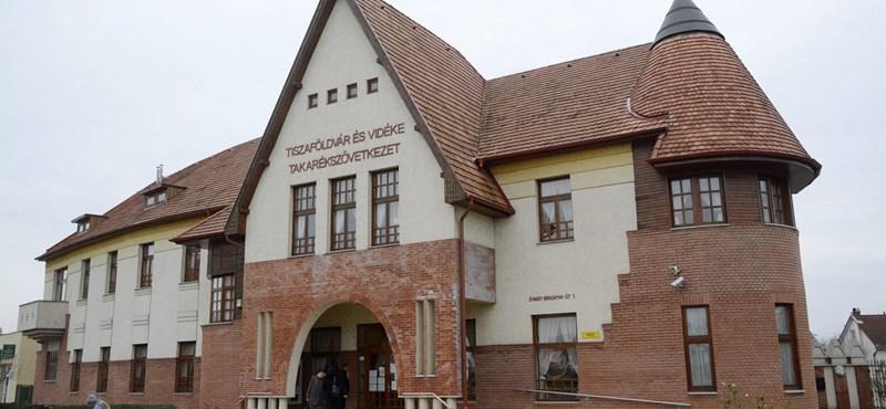 Hatalmasat buktak a Széchenyi Bank betétesei