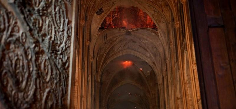 Beütött a baj a YouTube-nál, szerintük terrortámadás érte a Notre-Dame-ot