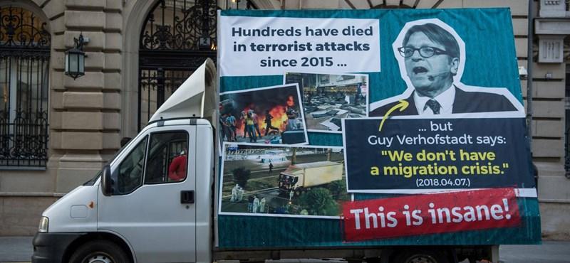 Ismét plakátkampányt indít a kormány, most 4,7 milliárdot költenek rá