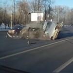 Súlyos balesetet okozott a Lada sofőrje, de mi volt ez előtte? – videó