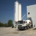 Zuhant a svájci cementgyártó profitja