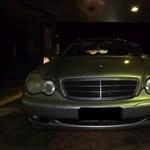 Rögtön kiszúrták a rendőrök, hogy ennél a Mercedesnél nem stimmel valami