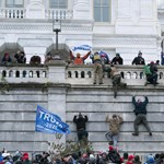 Capitoliumi zavargások: Felfüggesztettek hat rendőrtisztet