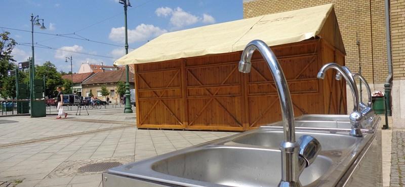 Botka mobil vécéket állíttat a menekülteknek