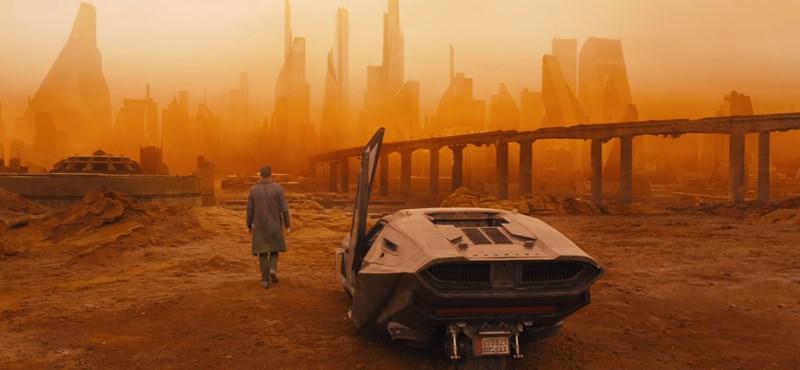 Ryan Gosling besétál a festői díszletbe, de várjunk csak, az ott a Hulladékfeldolgozó a háttérben?