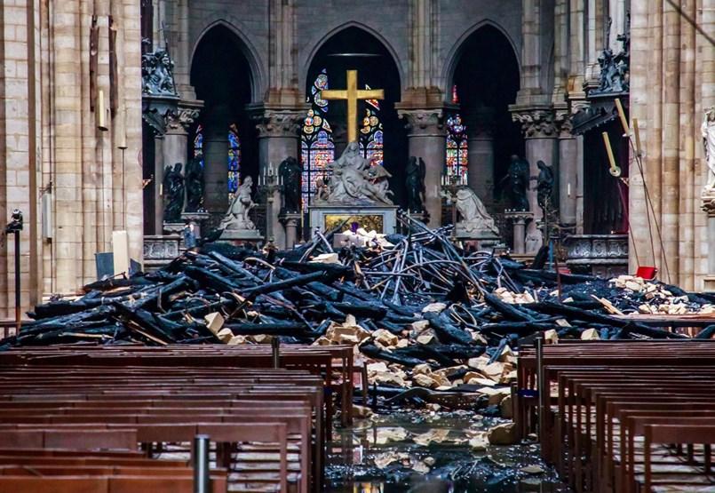 Komolyra fordul a játék: kísértetzenekar segít a Notre-Dame újjáépítésében