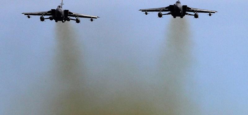 Líbia: már gyülekeznek a nyugati vadászgépek – fotók