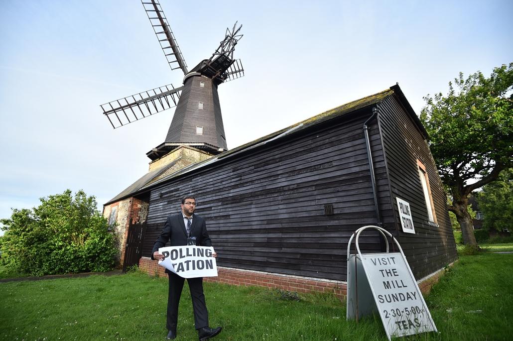 afp.17.06.08. - Máskor múzeumként üzemel a malom, a választás napján itt is adhattak le szavazotot Blatchington polgárai