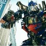 Pihentagyú oroszok egy Ladából megépítették a Transformers Optimus fővezérét (videó)
