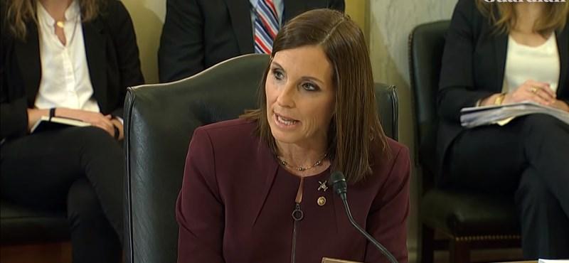 Egy amerikai szenátornő azt állítja, hogy megerőszakolta egy magasrangú katonatiszt